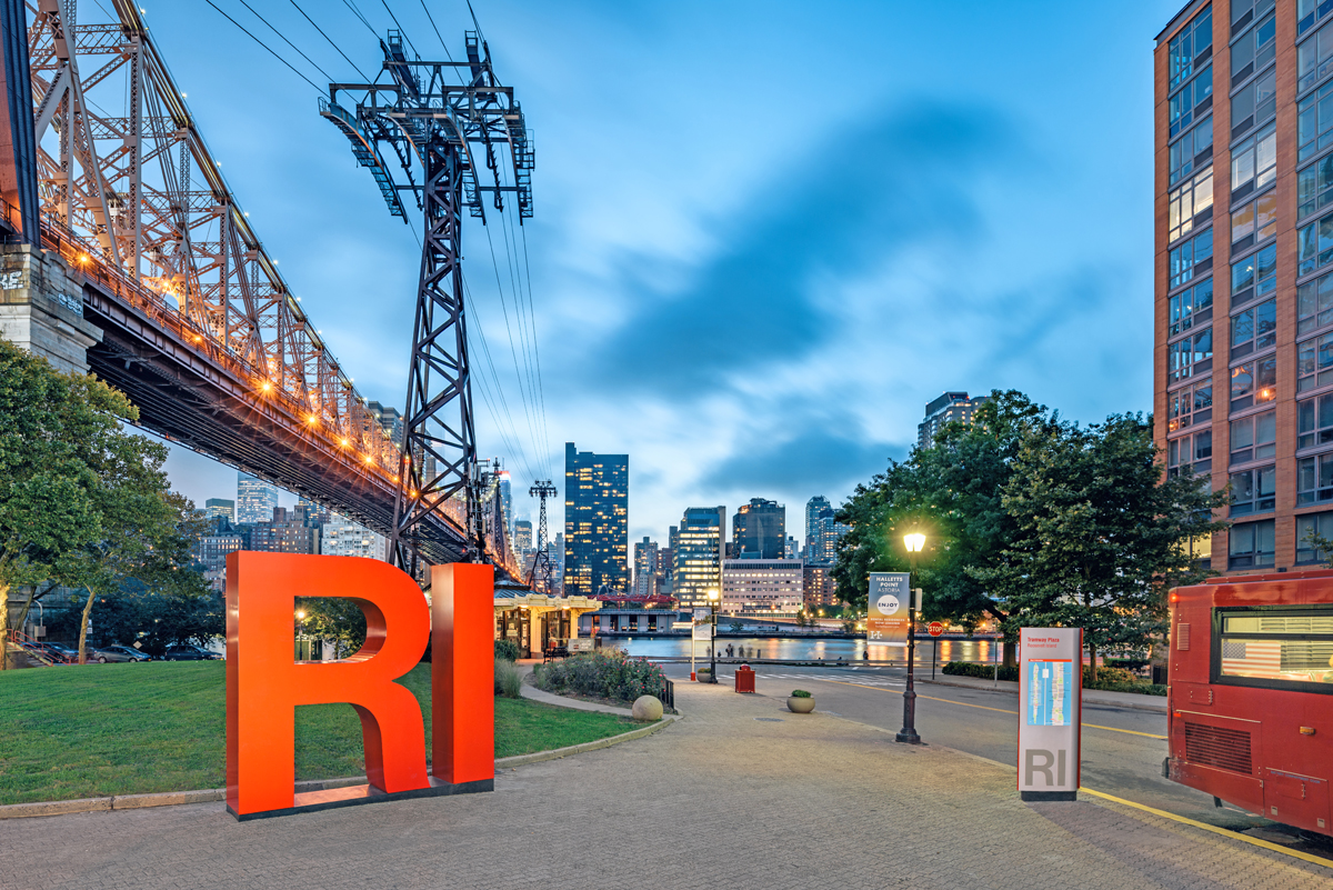 Entro | CVEDesign made sure tourists could navigate the recently renovated Roosevelt Island in New York City.